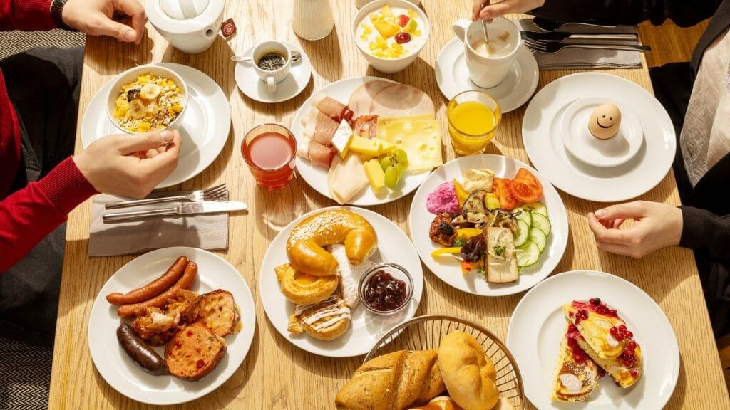 Reichhaltiges Frühstück im Restaurant Frannys